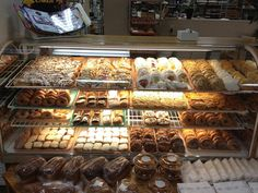 Hoeckele's Doughnuts in Perryville, Missouri. None better. Perryville Missouri, Travel Snacks, Nostalgia, Bakery, Healthy Eating, Dining, Doughnuts, Ancestry, Display Ideas