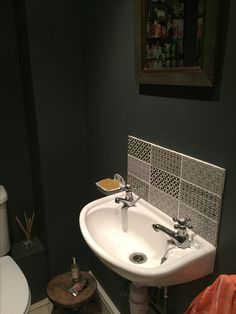 Downstairs Toilet, Ensuite Bathrooms, Restaurant Design, Male Waxing, New Homes, San Angelo, Interior Design, House Styles, Powder Room