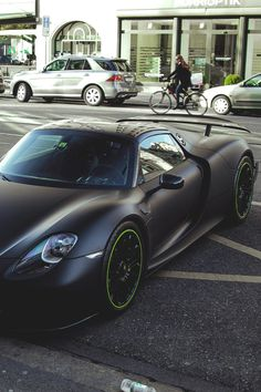 Matte black green trim Porsche 918