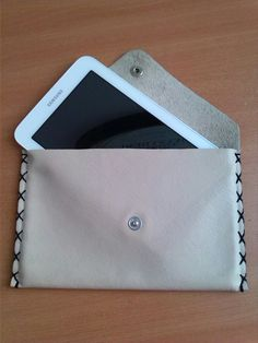 Cover tablet in pelle cucito a mano