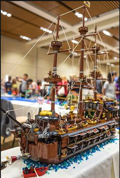 69 Lego Old Ships Ideas – How to build it Lego Pirate Ship, Lego Ship, Lego Boat, Bay Photo, Cool Lego Creations, Eat Your Heart Out, Robot Design, Brass Color, Legos
