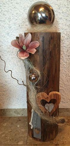 Dekorierter Holzbalken Holzherz Beach Crafts, Diy And Crafts, Garden Deco, Wood Plaques, Driftwood Art, Arte Floral, Nature Decor, Diy Candles, Rustic Decor