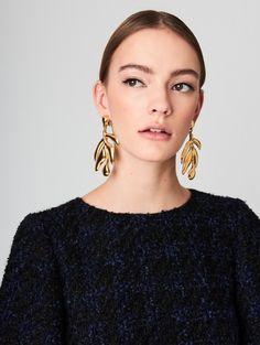 Black meteorite stud earrings that he is gonna love! Meteor asteroid jewelry has become one of my best sellers. Very extraterrestrial, uncommon and definitely one of a kind rock earrings. Jewelry Accessories, Fashion Accessories, Fashion Jewelry, Jewelry Design, Big Earrings, Drop Earrings, Tassel Earrings, Estilo Grunge, Lookbook