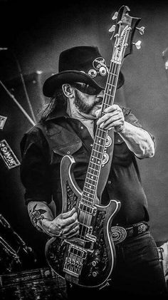 Ian Fraser Kilmister, better known as Lemmy, was a British musician and singer-songwriter who founded and fronted the rock band Motörhead. Lemmy is still God. Metallica, Heavy Metal Art, Heavy Metal Bands, Rock Posters, Band Posters, Rock Y Metal, Tribute, Heavy Rock, Music Bands