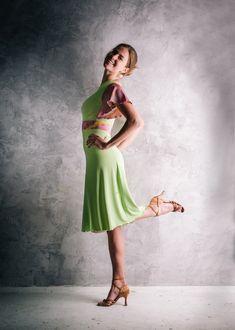 Asymetrické letní nebo taneční šatičky