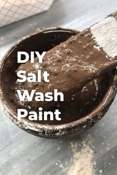 Create Your Own Salt Wash Paint - Furniture & wood pieces that have ages beside the salty sea for years have a unique character. You can achieve the same look by making your own Salt Wash style paint at home. Annie Sloan, Furniture Top View, Chandeliers, Diy Hanging Shelves, Floating Shelves, Diy Home Decor Projects, Decor Ideas, Diy Ideas, Wood Projects
