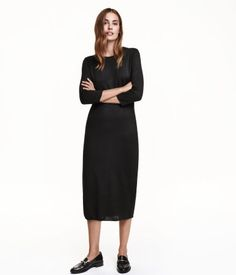 Fitted dress in a soft, fine knit with wool content. 3/4-length sleeves.