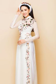 Vietnamese Clothing, Vietnamese Dress, Vietnamese Traditional Dress, Traditional Dresses, Oriental Fashion, Asian Fashion, Dresses For Teens, Nice Dresses, Hand Painted Dress