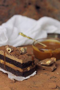 Prajitura cu ciocolata, caramel si alune/ Chocolate,caramel and hazelnuts entremet Hazelnut Cake, Chocolate Hazelnut, Chocolate Cake, Chocolate Heaven, Entremet Cake, Good Food, Yummy Food, Food Cakes, Something Sweet