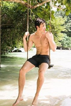 Find images and videos about boys and shawn mendes on We Heart It - the app to get lost in what you love. Shane Mendes, Shawn Mendes Cute, Shawn Mendes Back, Shawn Mendes Guitar, Shawn Mendes Tumblr, Shawn Mendes Imagines, Shawn Mendes Sem Camisa, Shawn Mendes Shirtless, Photography Poses