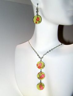 Adajito is a great Montreal jewelry designer who turns buttons into art.