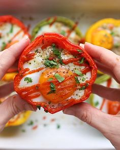 Chicken Friend Quinoa Stuffed Peppers are a protein-packed stuffed pepper recipe thats made with delicious chicken fried quinoa with a baked egg on top! Quinoa Stuffed Peppers, Stuffed Sweet Peppers, Stuffed Pepper Recipes, Fried Quinoa, Cooking Recipes, Healthy Recipes, Comfort Food, Yum Yum Chicken, Food Videos