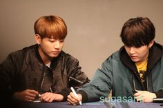 Jungkook and Suga ❤ BTS at the Sinchon Fansign #BTS #방탄소년단