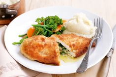 Chicken Kiev : As if chicken isn't good enough, fill a chicken breast with garlic and parsley butter and you're laughing. Chicken Keiv Recipe, Yum Yum Chicken, Chicken Recipes, Turkey Recipes, Chicken Meals, Butter Chicken, Garlic Butter, Meat Recipes, Vegetarian Recipes