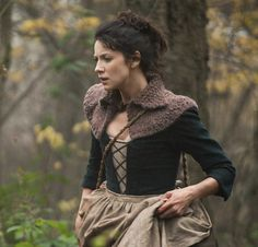 Claire Beauchamp Outlander style hand knitted capelet von JubileeRd
