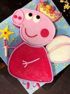 Tarta personalizada y decorada como Peppa Pig en 2D elaborada por TheCakeProject en Madrid