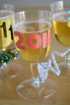 """Happy New Year's: DIY """"champagne"""" glasses for kids!"""