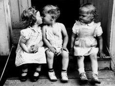 "Chantal Denis on Twitter: """"@PhotosHistos: Jalousie http://t.co/ZB6KGNOsaH #histoire""...quand tu nous tiens!"""