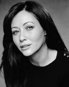 """Prudence """"Prue"""" Halliwell / Shannen Doherty in Charmed Serie Charmed, Charmed Tv, Charmed Sisters, Beverly Hills 90210, Shannen Doherty Charmed, Shannon Dorothy, Mark Ballas, Tres Belle Photo, Girls Rules"""