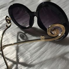 black lens/black frames/with gold metal legs