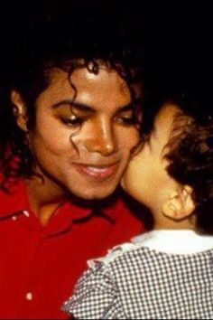I want to kiss Michael ❤❤❤