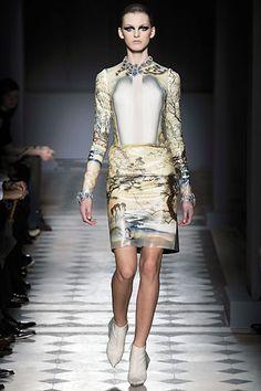 Balenciaga   Fall 2008 Ready-to-Wear Collection   Style.com Nicolas Ghesquiere, Future Fashion, Balenciaga, Must Haves, My Wardrobe, Autumn Winter Fashion, Ready To Wear, Fashion Show, Feminine