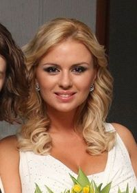 Anna Semenóvich - Wikipedia, la enciclopedia libre Anna, Sport Girl, Long Hair Styles, Celebrities, Beauty, Women, Google, Figure Skating, Singers