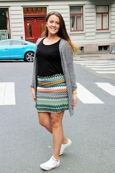 Stoff til overs? Benytt restene til å lage skjørt. Ta utgangspunkt i et skjørt du har fra før og ... Sequin Skirt, Sequins, Skirts, Style, Fashion, Moda, Sequined Skirt, Fashion Styles, Skirt