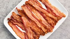 Who can resist a slice (or two) of perfectly cooked bacon? Whether you make it on the stove, in the oven or in the microwave, all the tips and tricks you need to master this breakfast favorite at home are right here. Bacon Recipes, Brunch Recipes, Breakfast Recipes, Brunch Ideas, Cooking Bacon, Cooking Tips, Cooking Recipes, Bacon Dishes, Zen
