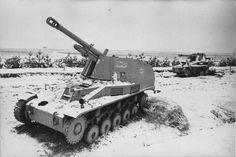 Caracasse de 2 canons automoteurs allemands SdKfz 124 Wespe (Leichte Feldhaubitze 18 auf Fahrgestell Panzerkampfwagen II) | by ww2gallery