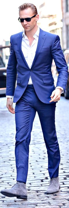 Tom Hiddleston looks sharp in a bright blue suit while out and about in SoHo, New York City on April 20, 2016. Full size image: http://ww3.sinaimg.cn/large/6e14d388gw1f34o4v62w7j21h32bc4g0.jpg Source: Torrilla, Weibo
