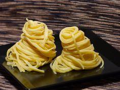 Trüffel-Pasta. Wer einmal richtig gute Trüffel gegessen hat wird diesen Geschmack nicht mehr vergessen. Irgendwie macht der süchtig. Zum Glück gibt es für den kleinen Hunger lecker Trüffelpasta. #Trüffelpasta, #Trüffel, #zapfhahndortmund