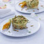 Un'elegante e gustosa terrina di zucchine e fiori di zucca si presenta come un perfetto antipasto: scopri la ricetta di Sale&Pepe.