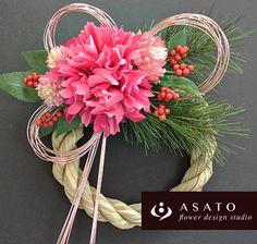 商品名 : お正月ミニリース (ピンクA)価格 ¥ 2,500サイズ : 直径約15センチのしめ縄を使っています。(花材の大きさをプラスすると約20~...|ハンドメイド、手作り、手仕事品の通販・販売・購入ならCreema。