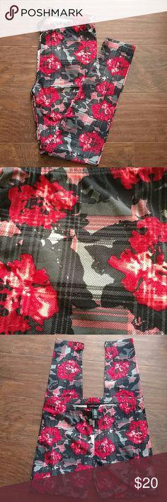 🆕 ROSE PRINT FULL LENGTHLEGGINGS Super Cute Print Soft Leggings Perfect year round New !! eye candy Pants Leggings
