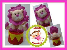 Leão rosa em feltro