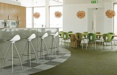 The offices of Publicis in Dublin have been furnished using STUA designs. This is the kithcen are with Onda stools and Globus chairs. Dining Area, Dining Rooms, Modern Design, Design Art, Furniture Manufacturers, Furniture Collection, Restaurant Bar, Contemporary Furniture, Bar Stools