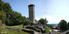 Die Burgruine Altnussberg im Bayerischen Wald.  Die Burgruine Altnussberg gehört sicher zu den größeren Burgruinen die hier auf der Homepage zu finden sind. Das Ruinengelände und den begehbaren Turm darf man für einen kleinen Obolus von 1  besteigen und es gibt noch ein kleines Museum. Eine Burgschänke lädt zu kleinen Speisen und Erfrischungen ein und man kann gemütlich das gesamte Burggelände und die Eindrücke aus vergangenen Zeiten aufnehmen.  Über die frühe Geschichte der Burg ist nicht…