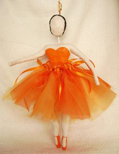 Bailarina de papel machê - 28 cm R$120,00