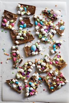 Easter Candy bark - Simply Delicious. Easter | Easter Recipe | Easy Recipe | Sweets | Dessert | Kid friendly recipe | Child friendly recipe | Easter DIY | Easter crafts | Chocolate | Chocolate recipe | Easter eggs |