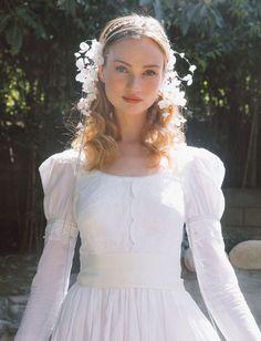 bridal headband, silk flower, lily of the valley, bridal headpiece, Bohemian Kate Wedding Dress, Wedding Dresses, Wedding Shoes, Bild Girls, 1920s Headpiece, Dream Wedding, Wedding Day, Bridal Hair Pins, Wedding Veils