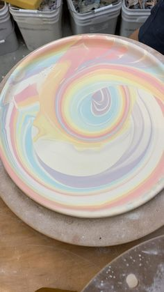 Ceramic Decor, Ceramic Clay, Ceramic Pottery, Pottery Art, Porcelain Ceramic, Pottery Plates, Pottery Lessons, Ceramic Glaze Recipes, Pottery Videos