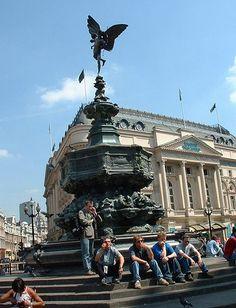 Piccadilly Circus - Wikipedia, la enciclopedia libre