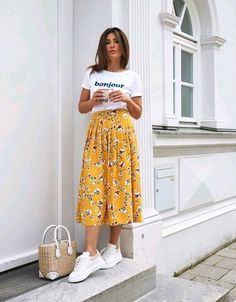Date Outfits For Women - 25 Best Outfits To Wear On A Date # dressy Casual Outfits with heels Date Outfits For Women – 25 Best Outfits To Wear On A Date Cute Casual Outfits, Modest Outfits, Modest Fashion, Skirt Fashion, Fashion Outfits, Fashion Women, Apostolic Fashion, Apostolic Style, Emo Fashion
