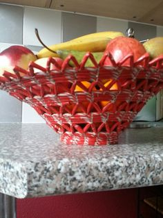 Fruit bowl made from old crisp packets Recycling Projects, Upcycling Ideas, Serving Bowls, Repurposed, Decorative Bowls, Crisp, Upcycle, Crafty, Fruit