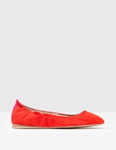 These classic ballerina flats have a super-flexible rubber outsole and an elasticated edge for a snug fit. And thanks to the padding underfoot, it'll feel like you're walking on air.