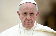 Папа римский Франциск после торжественной мессы на площади Святого Петра в Ватикане выразил озабоченность судьбой католических и православных священнослужителей, похищенных в Сирии, передает 316NEWS со ссылкой на ria.ru. Папа римский Франциск призвал освободить всех католических и православных свящ