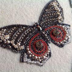 Вот и готова еще одна в коллекцию всем отличных выходных☀️#вышивка #бабочка #бисер #embroidery #butterfly