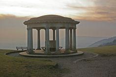 Inglis_Memorial,_Colley_Hill_-_geograph.org.uk_-_1143523.jpg (640×426)