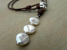 Perlas naturales de color blanco plata cuero collar por TANGRA2009